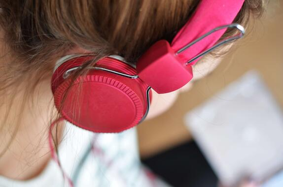 close-up-hair-headphone-3100 (1)